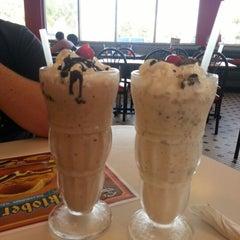 Photo taken at Steak 'n Shake by Miriam B. on 11/15/2012