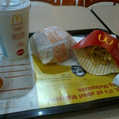Photo taken at McDonald's Kota Bharu Mall by Tengku Abdul R. on 3/9/2013