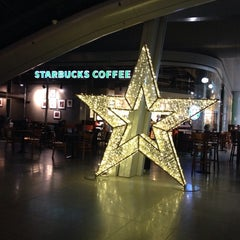 Photo taken at Starbucks by Doro B. on 12/18/2013