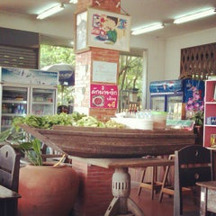 Photo taken at ร้านอาหารนายหัว by Mamarine T. on 3/12/2013