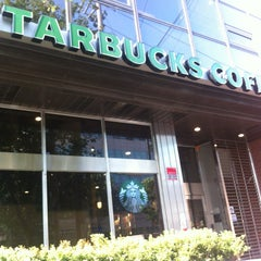 Photo taken at Starbucks by 전범(John) 조. on 7/26/2013
