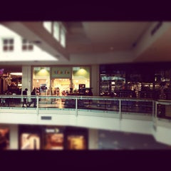 Photo taken at Westfield Hawthorn by Nat F. on 10/20/2012
