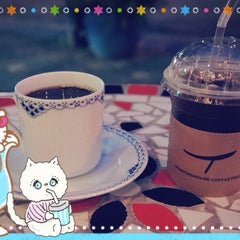 Photo taken at Roasting House COFFEE TREE by simply LANG™ on 8/22/2014