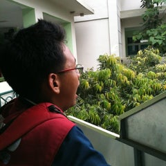 Photo taken at Sekolah Al-Azhar BSD by Bayu A. on 4/6/2013