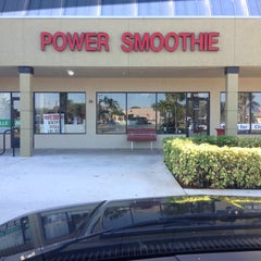 Photo taken at Power Smoothie by Leanne W. on 9/20/2013