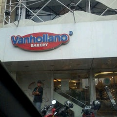 Photo taken at Vanhollano by Yuli H. on 12/7/2012