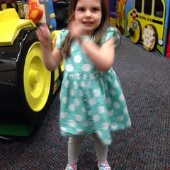 Photo taken at Chuck E. Cheese's by Selena B. on 4/3/2014