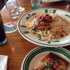 Photo taken at Olive Garden by Cengiz D. on 6/2/2014