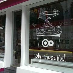 Photo taken at Moochie Frozen Yogurt by Ulrik ✈. on 6/17/2013