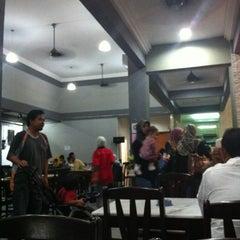 Photo taken at Restoran Perantau Seafood & Western Food by PikaNadia T. on 3/1/2013