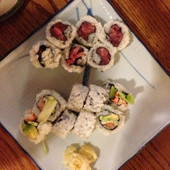 Photo taken at Sushi.com by Louis V. on 7/18/2013