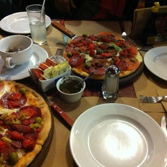 Photo taken at Central de Pizzas Polanco by Javier N. on 2/17/2013