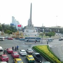 Photo taken at BTS อนุสาวรีย์ชัยสมรภูมิ (Victory Monument) N3 by Dam T. on 5/27/2013