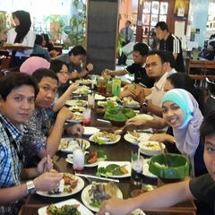 Photo taken at Dapur Sunda by Budi S. on 1/16/2014