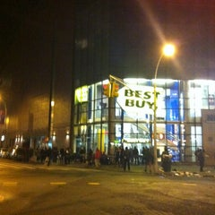 Photo taken at Best Buy by Dima M. on 11/23/2012