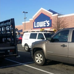 Photo taken at Lowe's Home Improvement by Hwanwoo C. on 12/19/2014