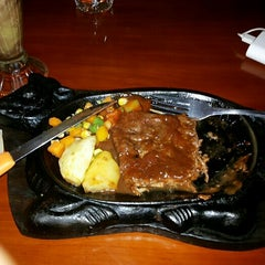 Photo taken at Obonk Steak & Ribs by Ervien E. on 3/23/2014