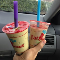 Photo taken at Fat Straws Bubble Tea & Juice by Johnny P. on 3/6/2013