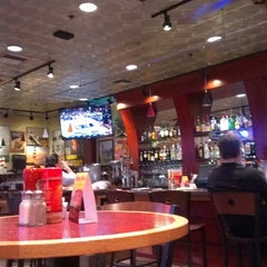 Photo taken at Red Robin Gourmet Burgers by Smily F. on 3/17/2013