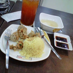 Photo taken at Hainanese Delights by Bonna R. on 5/25/2014