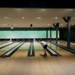 Photo taken at Party & Bowling De Worp Deventer by Karin on 5/1/2013