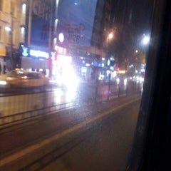Photo taken at 110 Kadıköy - Taksim by Aşkın's T. on 3/18/2014