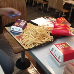 Photo taken at McDonald's 麦当劳 by Cenk y. on 10/29/2013