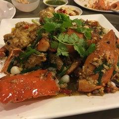 Photo taken at ครัวเจ๊ง้อ (Je Ngor's Kitchen) by pronpen R. on 7/31/2015