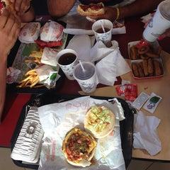 Photo taken at Burger King by Reina H. on 10/13/2013