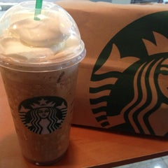 Photo taken at Starbucks by Lauro Roger M. on 11/11/2012