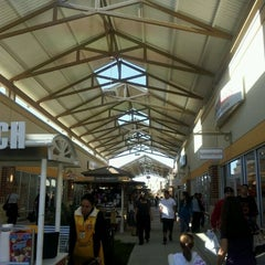 Photo taken at Houston Premium Outlets by A_Be@utiful_Mess on 11/23/2011
