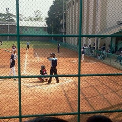 Photo taken at Lapangan Softball / Baseball Lodaya by rereki r. on 9/30/2011