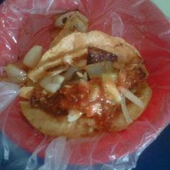 Photo taken at Tacos Barbacoa Prepa 5 by Alejandro C. on 12/28/2011