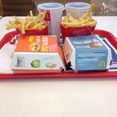 Photo taken at McDonald's by Oscar اًوسكار H. on 3/29/2012
