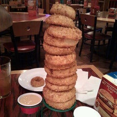 Photo taken at Red Robin Gourmet Burgers by Bianca Z. on 8/27/2011