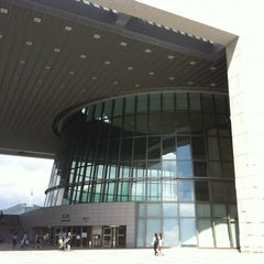 Photo taken at 국립중앙박물관 (National Museum of Korea) by fever_whale H. on 9/8/2012