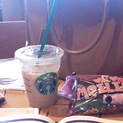Photo taken at Starbucks by Quinneh M. on 5/23/2012
