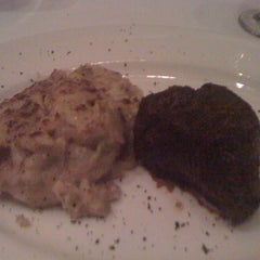 Photo taken at Del Frisco's Double Eagle Steakhouse by Melvin M. on 8/30/2012
