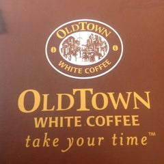 Photo taken at OldTown White Coffee by Ariana on 5/20/2012