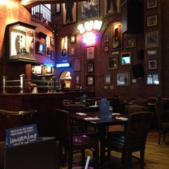 Photo taken at Hard Rock Cafe Memphis by Henry C. on 11/26/2012