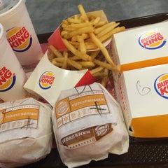 Photo taken at Burger King (เบอร์เกอร์คิง) by KwAn$@i on 2/8/2015