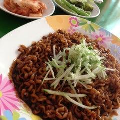 Photo taken at Yoki - Korean Food by Moon Mỡ 2. on 5/21/2013