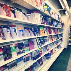 Photo taken at Jarir Bookstore | مكتبة جرير by Dr.3M'R on 4/20/2013