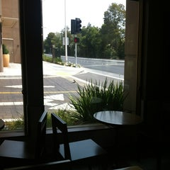 Photo taken at Starbucks by de Cappuccinocoach B. on 7/29/2013