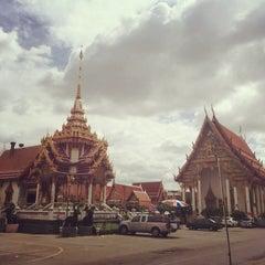 Photo taken at ก๋วยเตี๋ยวชายคลอง วัดลาดพร้าว by Numphung P. on 8/25/2015