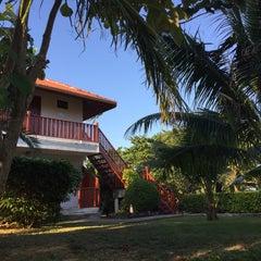 Photo taken at P. P. Erawan Palms Resort (พี พี เอราวัณ ปาล์ม รีสอร์ท) by Damon W. on 12/29/2015