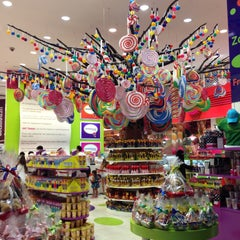 Photo taken at Candylicious كانديليشس by Fatma J. on 4/18/2013