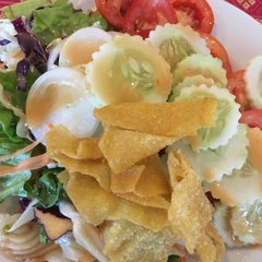 Photo taken at แว่นฟ้าราชวงษ์ (Wan Fah Restaurant) by NoRrA J. on 1/18/2016