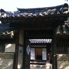 Photo taken at 한국민속촌 (Korean Folk Village) by Jammin Y. on 6/4/2013