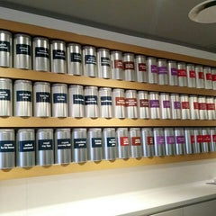 Photo taken at DAVIDsTEA by Jinni on 4/25/2013